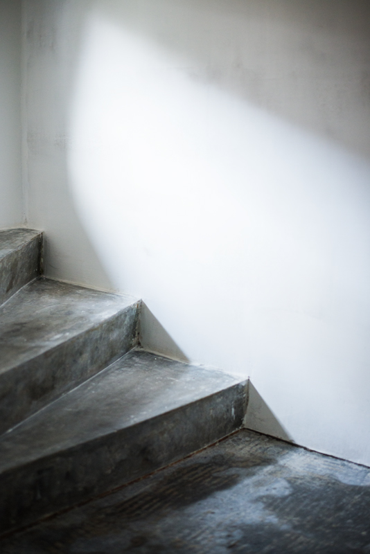 Durchgang, Keller, Durchgangskeller, Raum, Interior, Renovieren, Streichen, Farbe, Trendfarbe, mauve, Farbton, grau, lila, rosa, Inspiration, Keller einrichten
