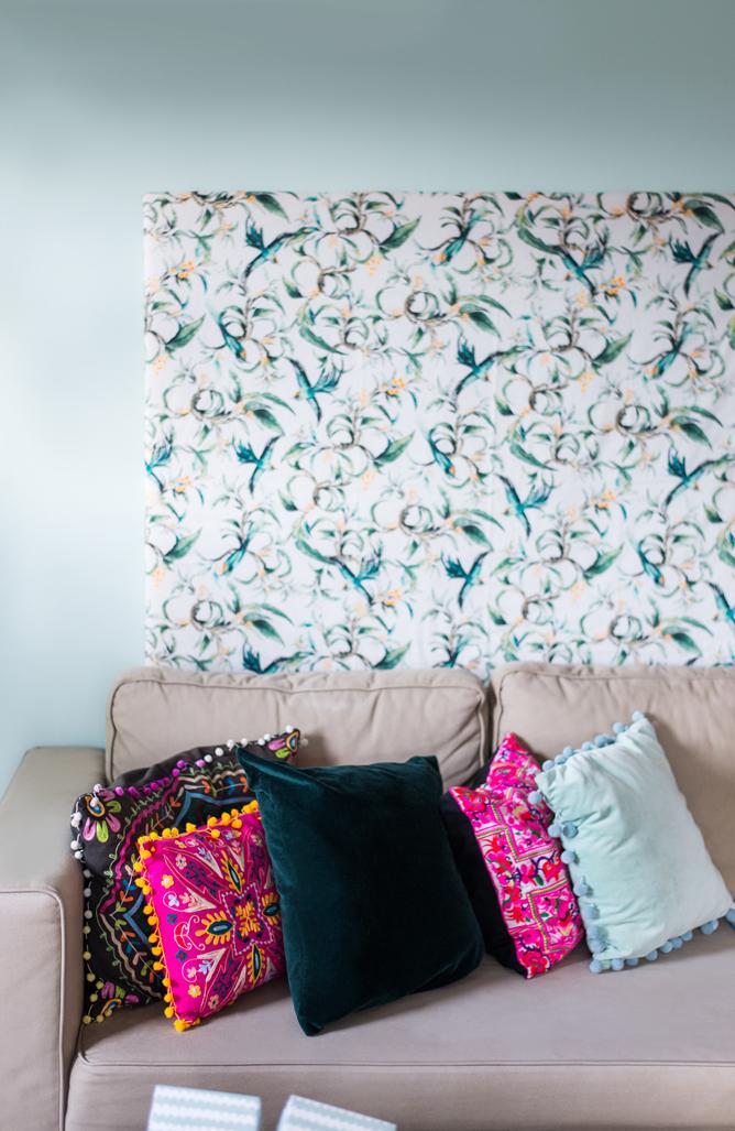 Hauptfarbpalette Grüntöne Wohnzimmer, Mintgruen, Rosa, Pink, Dunkelgruen,  Wandfarbe, Komplementärkontrast, Kontrast,