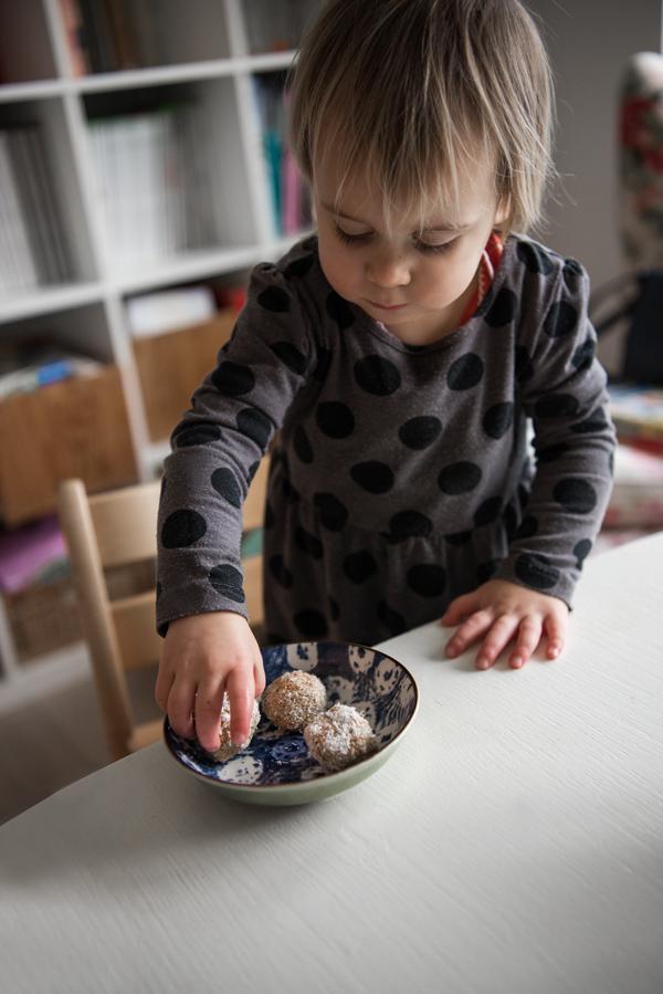 Carrot Cake Energy Balls gesundes Rezept als Kuchenersatz für Kinder