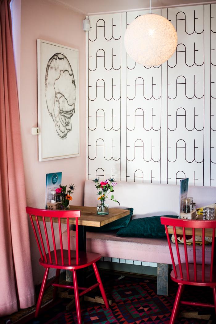 Pink und rosafarben eingerichtet Café tati in Nijmegen in Holland