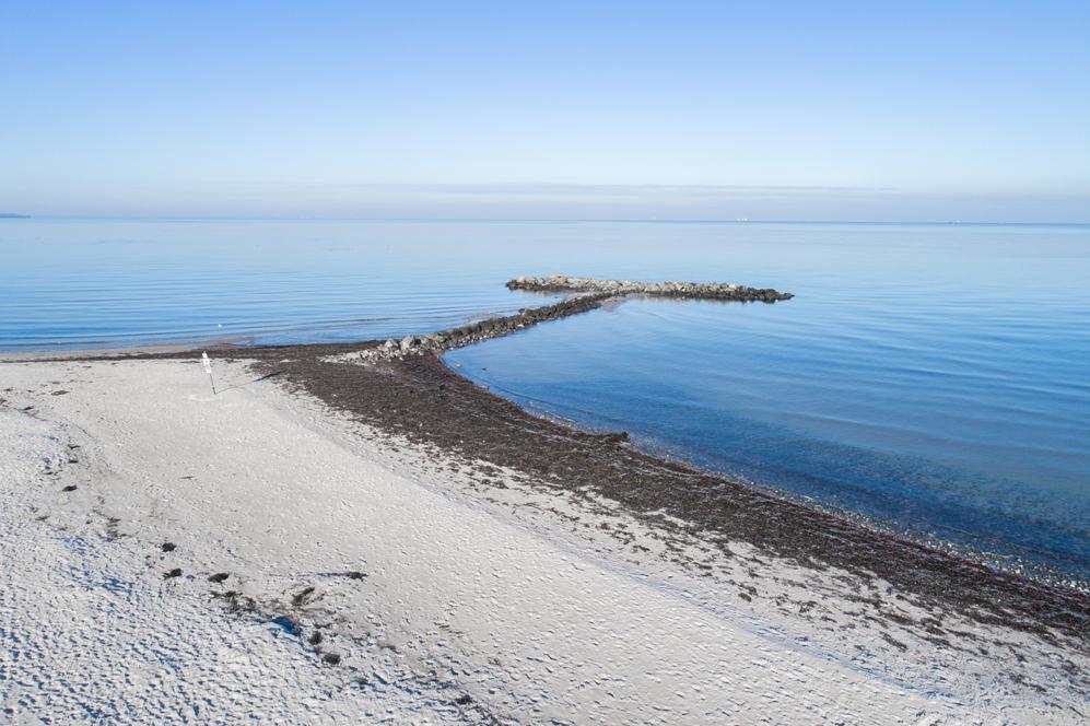 Mole an der Ostsee am Strand