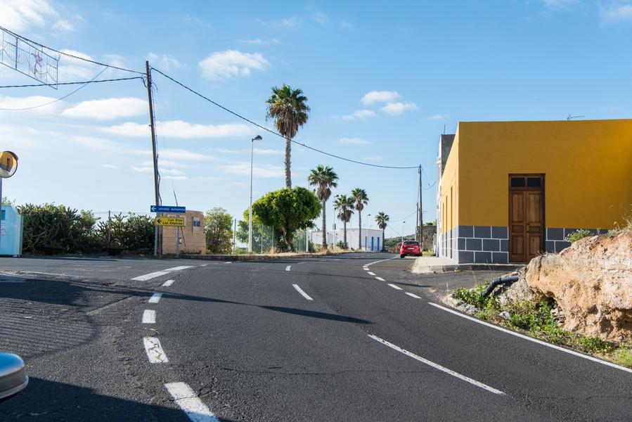 Straße und Haus in einem Dorf auf Teneriffa