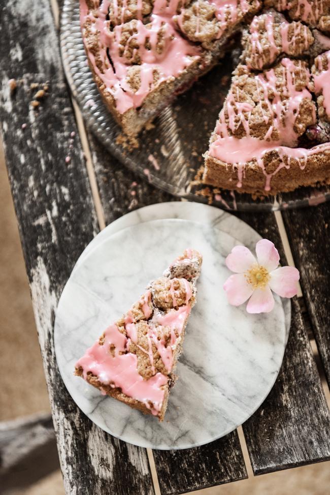 Mohnstreuselkuchen mit Pudding Rezept zum Backen Bio Marmorplatte