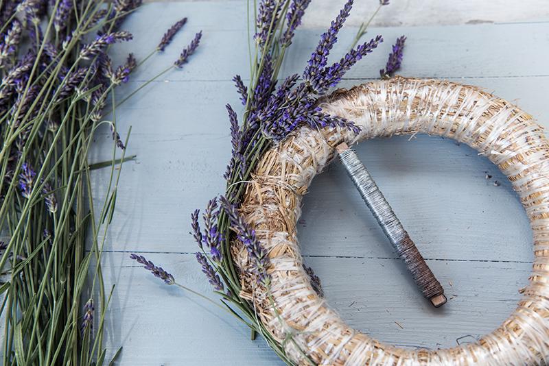 Lavendelkranz binden DIY Anleitung Gartenblog Türkranz